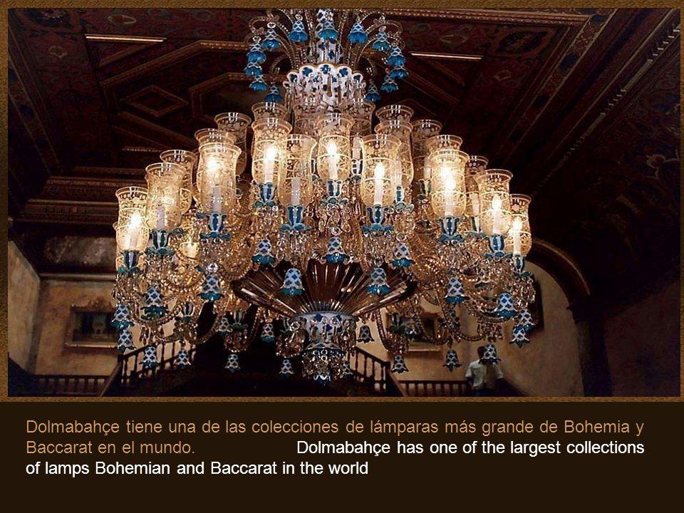 En este Salón de Ceremonias, se encuentra la lámpara de Cristal de Bohemia mas grande del mundo. Pesa 4.5 toneladas y tiene 750 luces. Obsequio de la