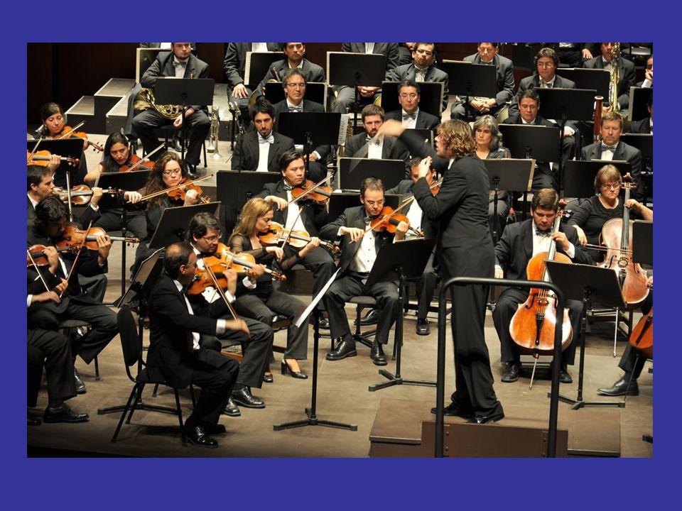 Director de orquesta El director de la orquesta cumple una función clave en la orquesta sinfónica e incluso de la formación musical. Es una persona qu
