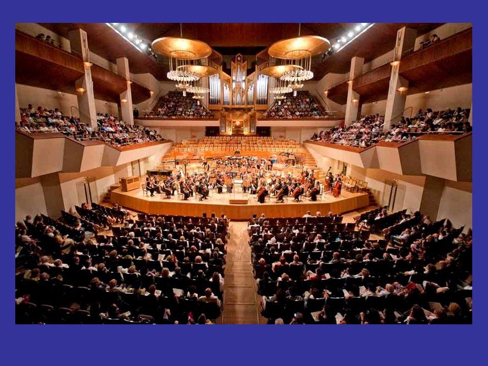 Concertino o primer violín Concertino o primer violín El ritual de los conciertos sinfónicos modernos está perfectamente bien establecido. Los miembro