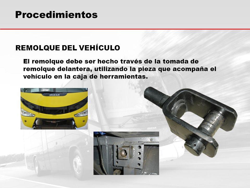 Procedimientos REMOLQUE DEL VEHÍCULO El remolque debe ser hecho través de la tomada de remolque delantera, utilizando la pieza que acompaña el vehícul