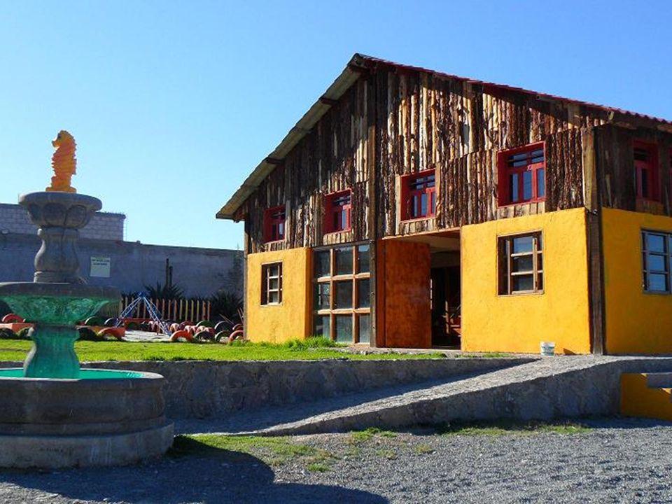 …a la calle Chabacano y a la izquierda se encuentra la Cabaña Feliz.