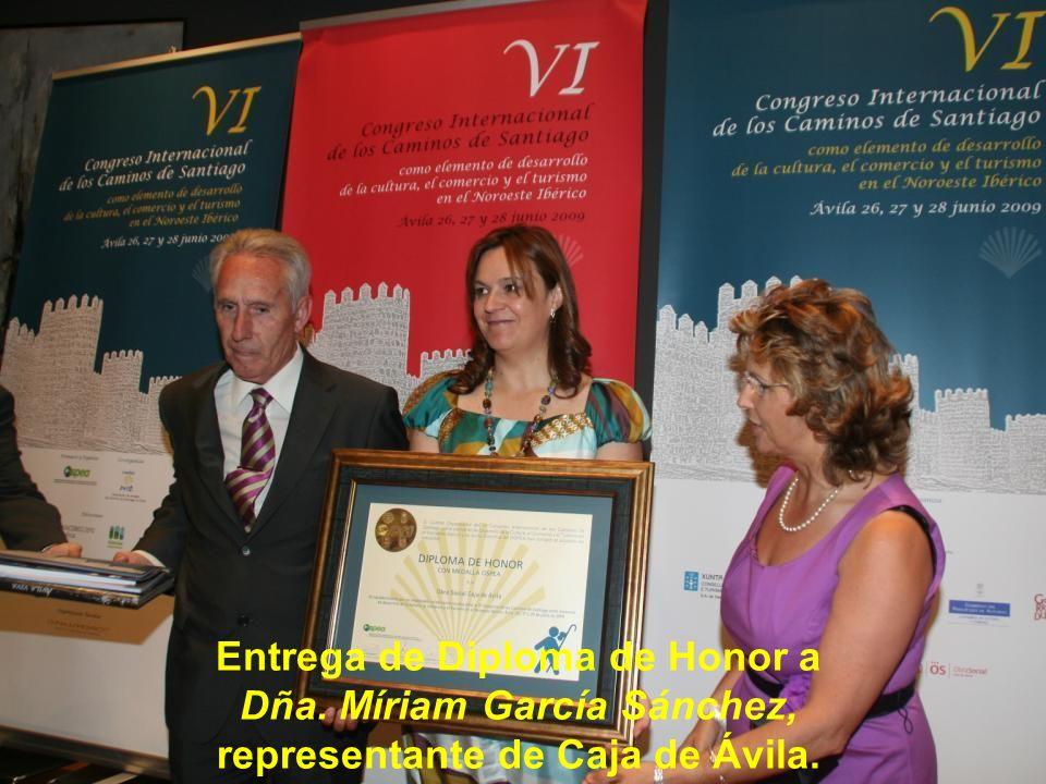 Entrega de Diploma de Honor a Dña. María Victoria Moreno Saugar, Vicepresidenta 2ª de la Diputación de Ávila.