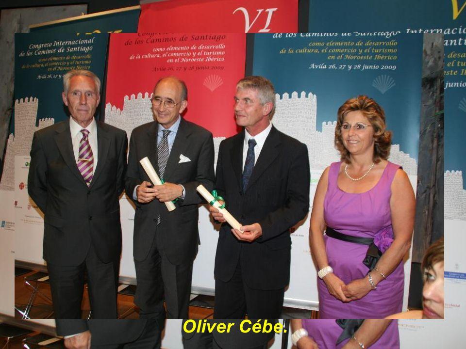 Entrega de Diploma de Honor a Dña. Míriam García Sánchez, representante de Caja de Ávila.
