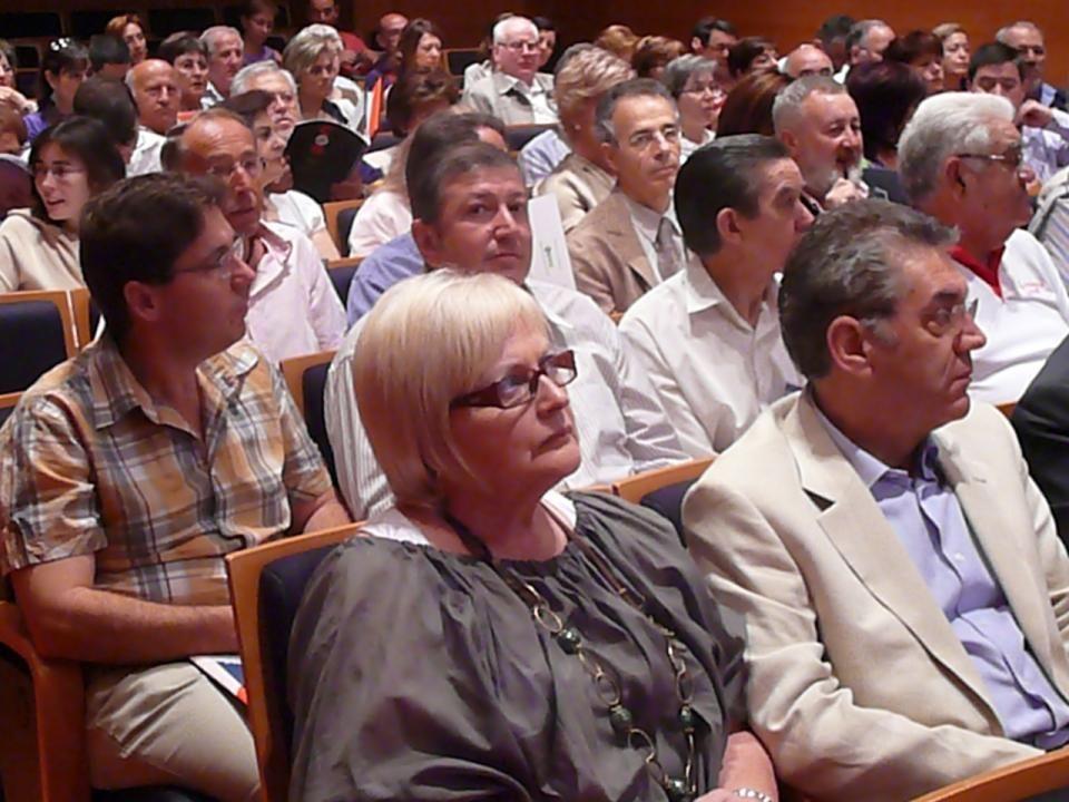 A las 10:00 h con puntualidad británica, se inicia el sábado veintisiete el Congreso en el Palacio de los Serrano, centro cultural de Caja de Ahorros