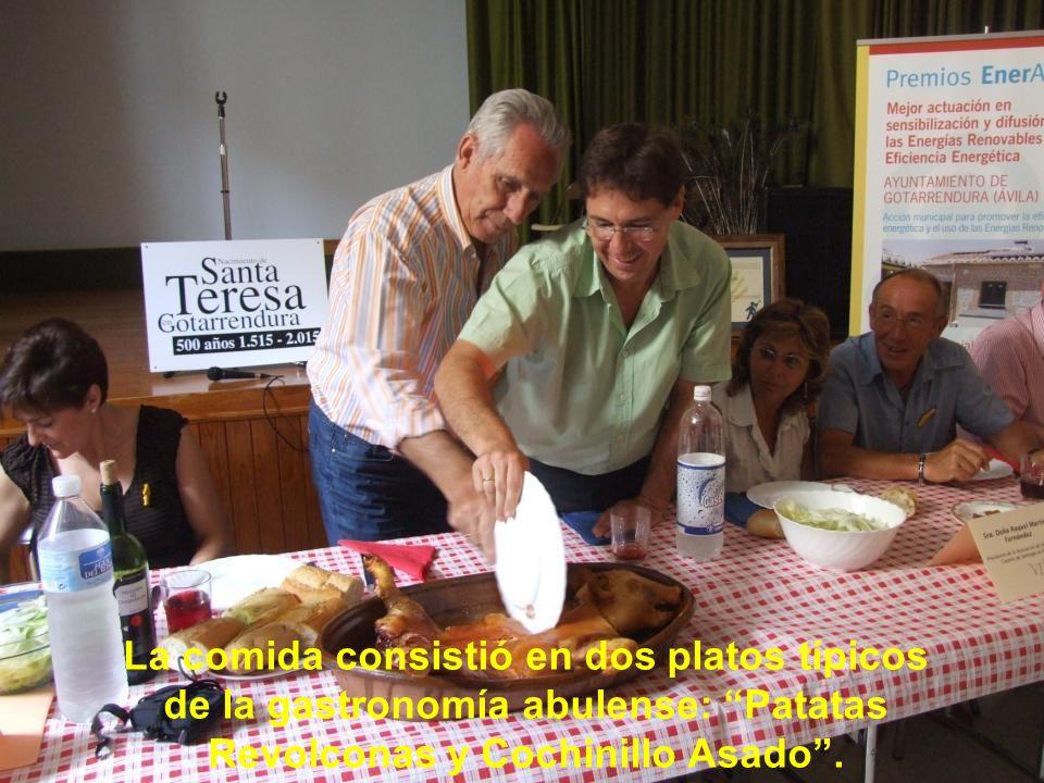 La comida en el Pabellón del Colegio Villa Santa Teresa de Ávila en Gotarrendura. La recepción por parte del Alcalde, Sr. D. Fernando Martín estuvo am