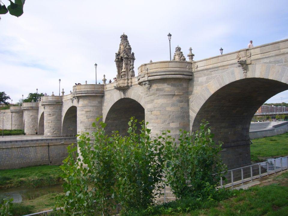 Ermita de la Virgen del Puerto Construida entre 1716 y 1718. En su interior se encuentra el sepulcro del marqués de Vadillo, ambas obras de Pedro de R