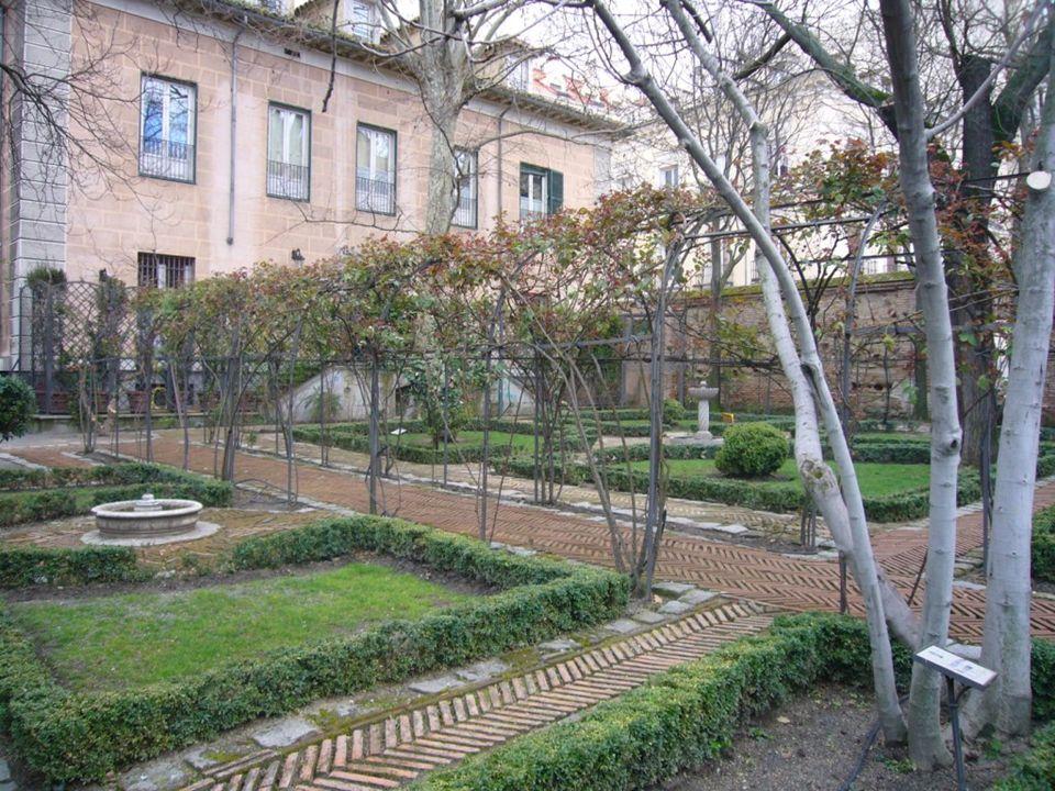 Plaza de la Paja En los siglos Xiii y XIV cons tituía el foco comercial de la ciudad. Entró en decadencia a partir del siglo XV, cuando el rey Juan ii