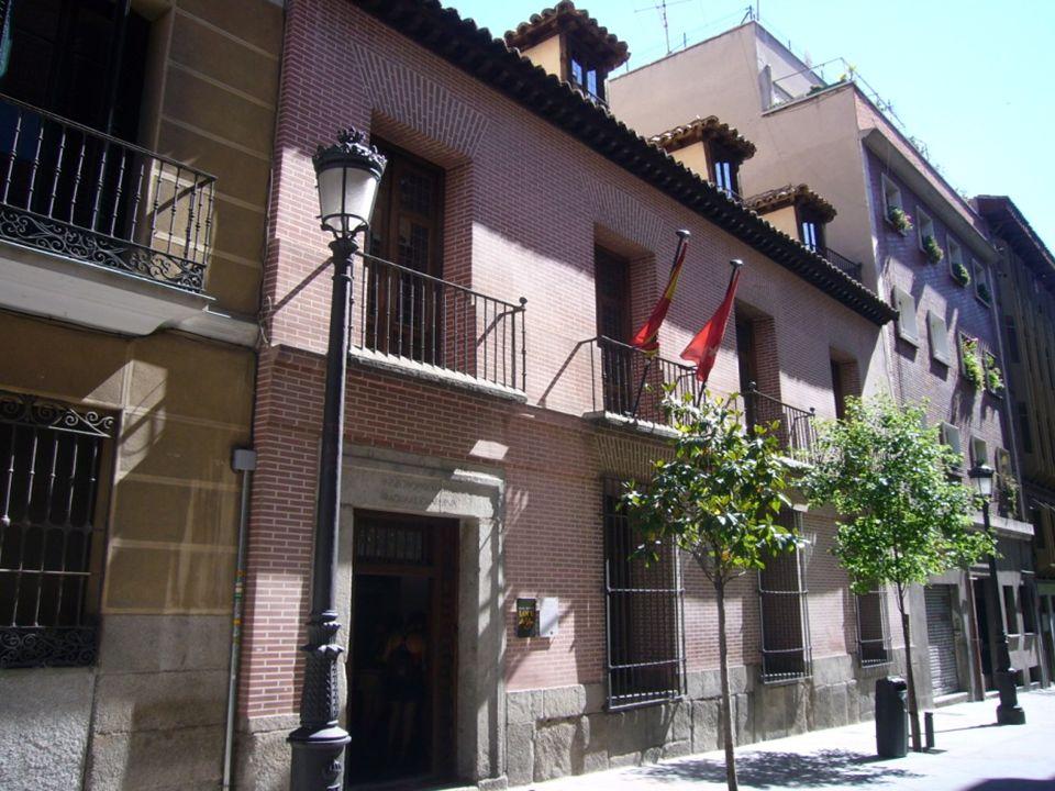 Casa de Cervantes En este lugar estuvo la casa en que vivió y murió el insigne autor del Quijote, situada en la Calle del León esquina a la de Francos