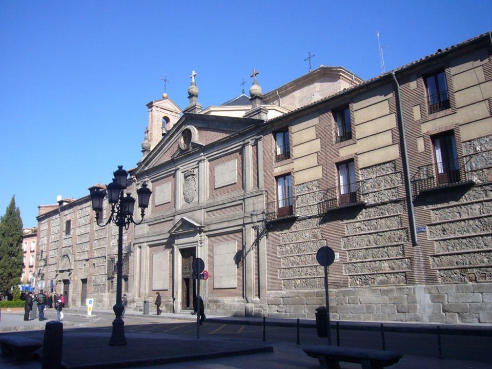 Plaza Puerta de Moros Esta plaza junto a la de la Paja se encuentran en el centro neurálgico del Madrid de los Austrias, en esta plaza estaba una de las puertas de la muralla cristiana de Madrid, al fondo se encuentran la iglesia de San Andrés y la casa de San Isidro.