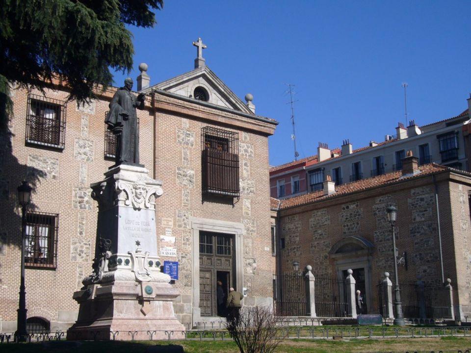 Casa de Cervantes En este lugar estuvo la casa en que vivió y murió el insigne autor del Quijote, situada en la Calle del León esquina a la de Francos, hoy de Cervantes; esta zona conforma el llamado Barrio de las Letras, pues se puso de moda entre los escritores, actores y actrices del siglo XVII.