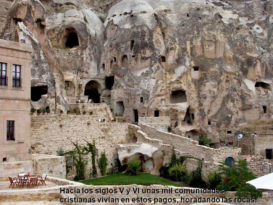 Hacia los siglos V y VI unas mil comunidades cristianas vivían en estos pagos, horadando las rocas.