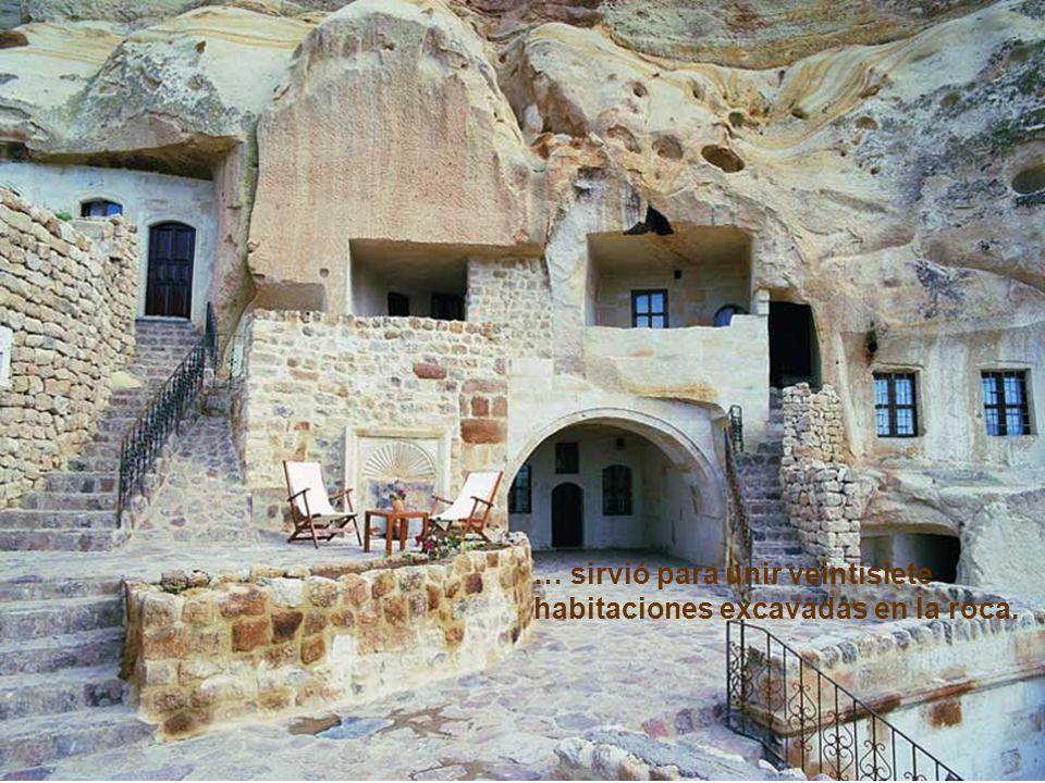… sirvió para unir veintisiete habitaciones excavadas en la roca.