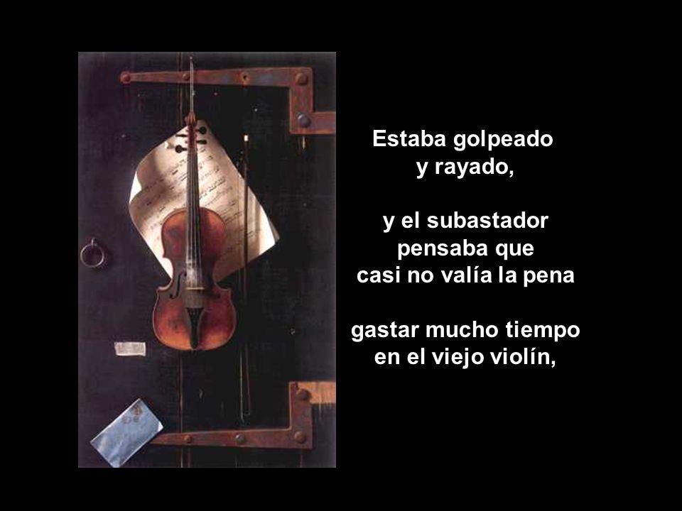 Estaba golpeado y rayado, y el subastador pensaba que casi no valía la pena gastar mucho tiempo en el viejo violín,