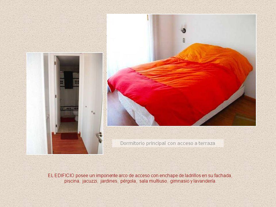 Dormitorio principal con acceso a terraza EL EDIFICIO posee un imponente arco de acceso con enchape de ladrillos en su fachada, piscina, jacuzzi, jard