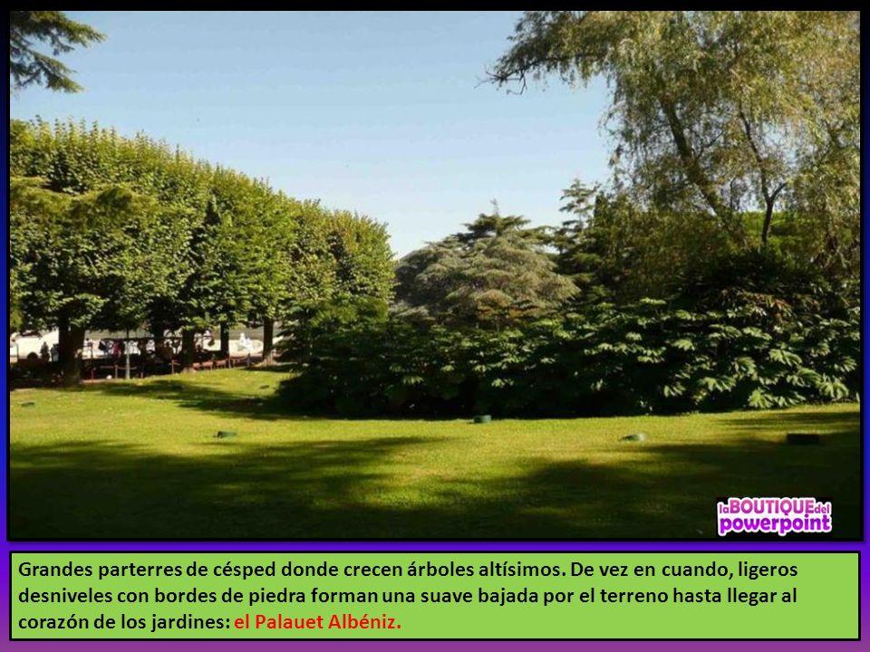 Los Jardines de Joan Maragall son elegantísimos, con avenidas arboladas, amplias extensiones de césped, parterres de broderie, fuentes ornamentales, n