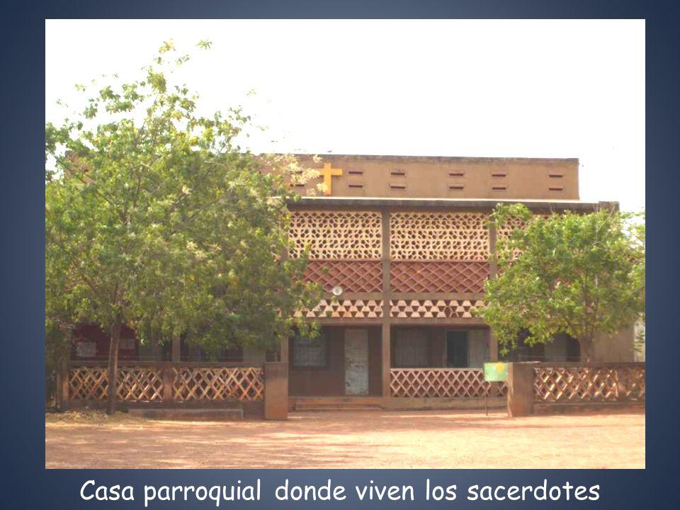 Casa parroquial donde viven los sacerdotes