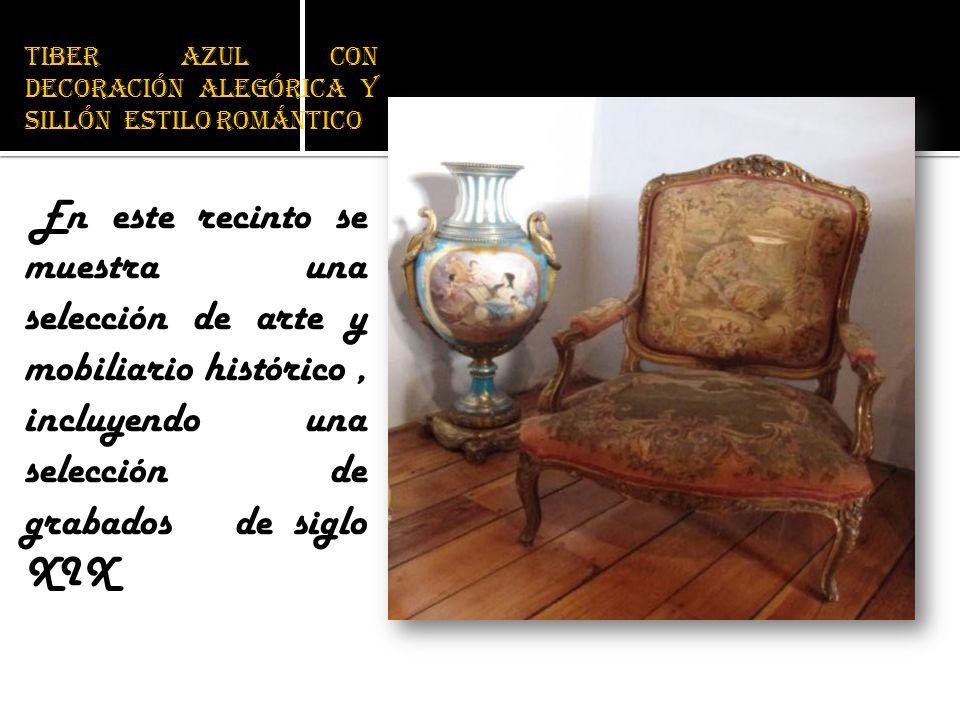 Tiber azul con decoración alegórica y sillón estilo romántico En este recinto se muestra una selección de arte y mobiliario histórico, incluyendo una