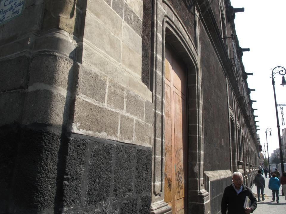 Puerta del Museo de la Ciudad de México El antiguo Palacio de los Condes de Santiago de Calimaya.