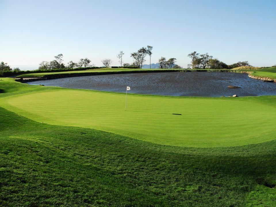 450 Villas Residenciales de Golf en desarrollo Exquisita Arquitectura Finos Acabados Excelente distribución de áreas Variados tamaños Excelentes vistas panorámicas al campo de Golf, los Volcanes y la costa del Pacífico