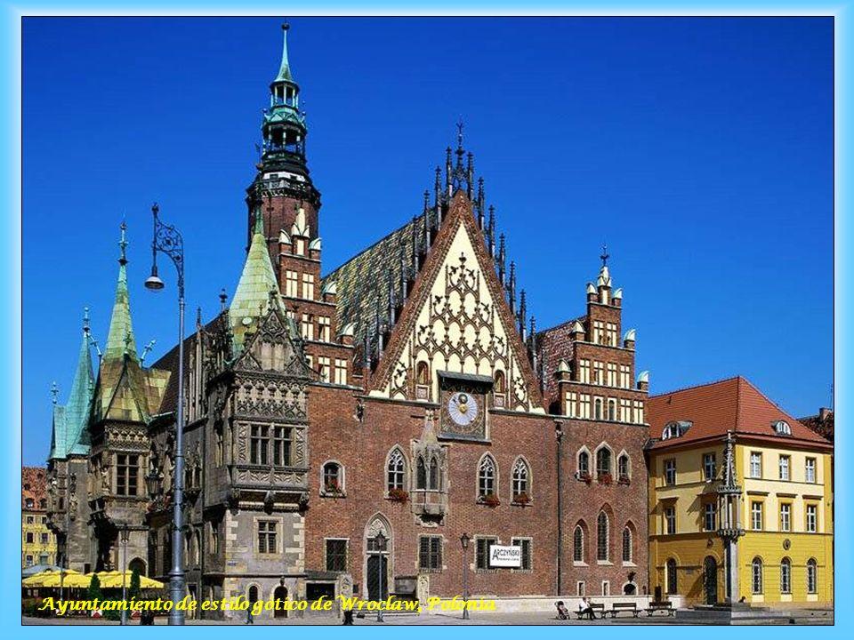 Ayuntamiento de estilo gótico de Wroclaw, Polonia
