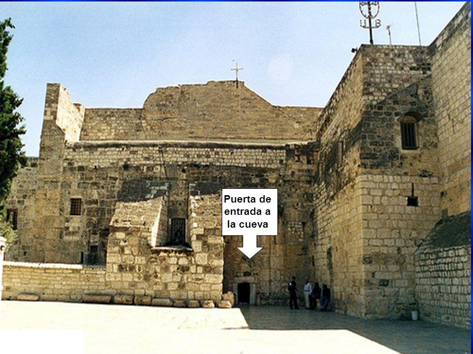 Iglesia de la Natividad, engloba en su interior la cueva del nacimiento