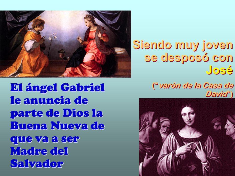 María entona un canto de alabanza a Dios: Proclama mi alma la grandeza del Señor...