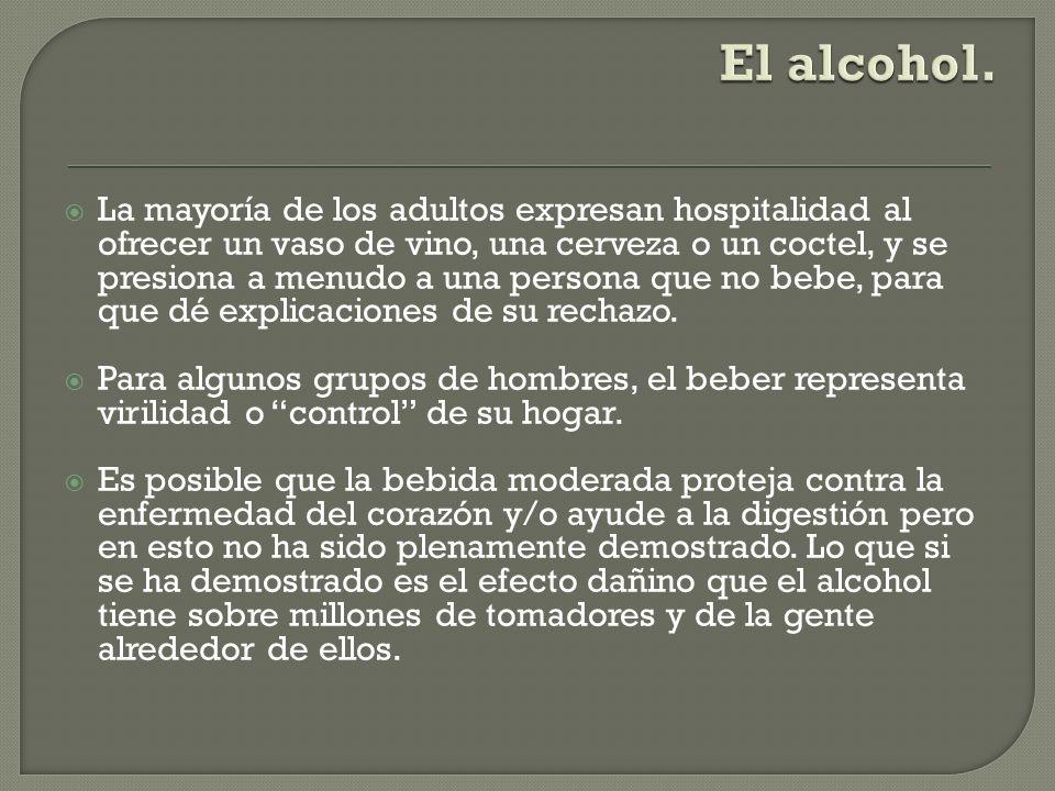 La mayoría de los adultos expresan hospitalidad al ofrecer un vaso de vino, una cerveza o un coctel, y se presiona a menudo a una persona que no bebe,