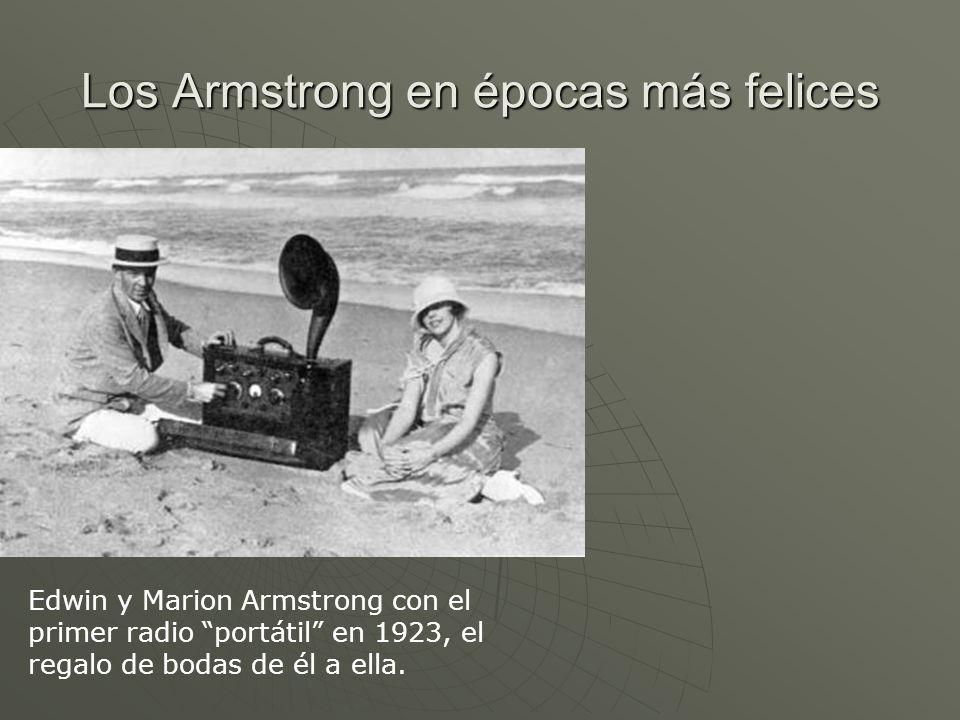 Los Armstrong en épocas más felices Edwin y Marion Armstrong con el primer radio portátil en 1923, el regalo de bodas de él a ella.