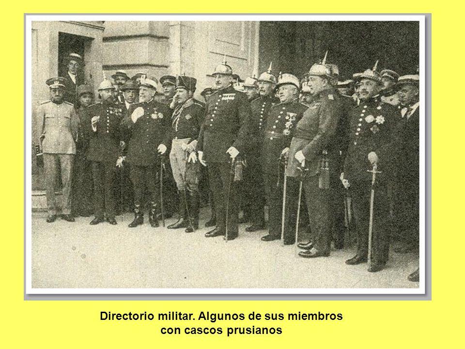 Directorio militar. Algunos de sus miembros con cascos prusianos
