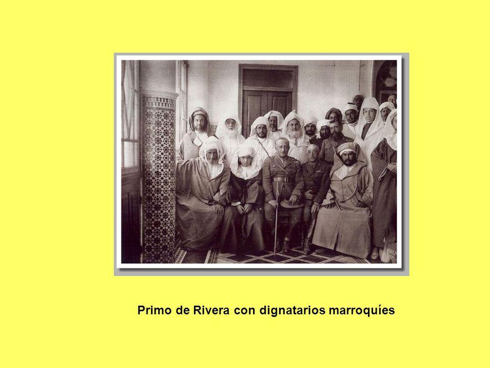 Primo de Rivera con dignatarios marroquíes