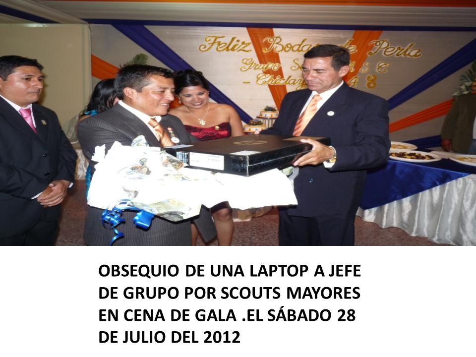 OBSEQUIO DE UNA LAPTOP A JEFE DE GRUPO POR SCOUTS MAYORES EN CENA DE GALA.EL SÁBADO 28 DE JULIO DEL 2012