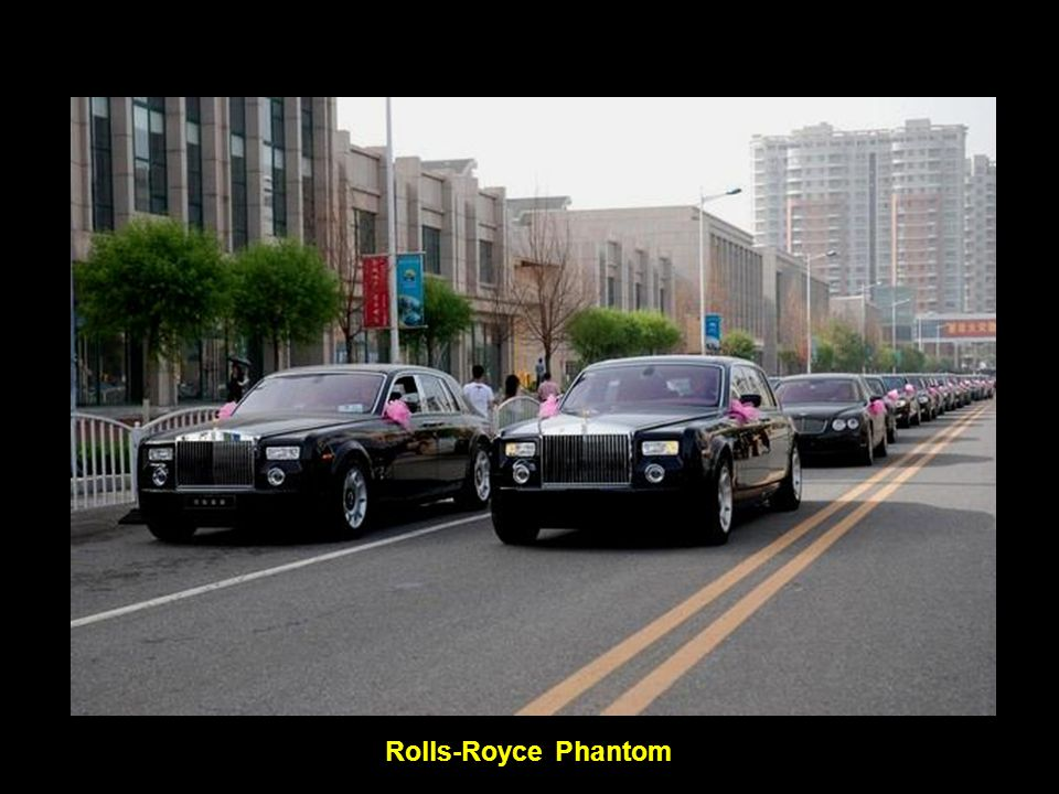 In the following photos is one fleet for a wedding on June 20, 2009 in Datong, a major city in Shanxi.