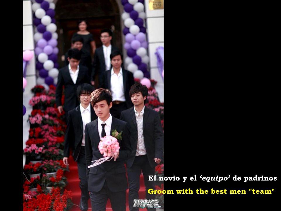 Groom with the best men team El novio y el equipo de padrinos