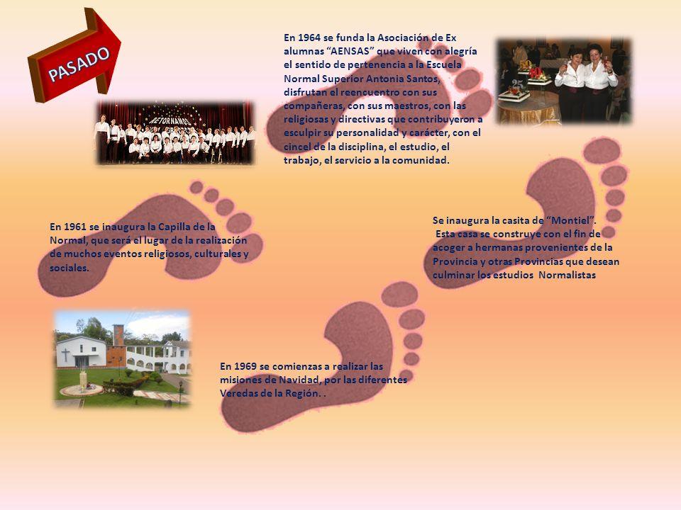 En 1964 se funda la Asociación de Ex alumnas AENSAS que viven con alegría el sentido de pertenencia a la Escuela Normal Superior Antonia Santos, disfr