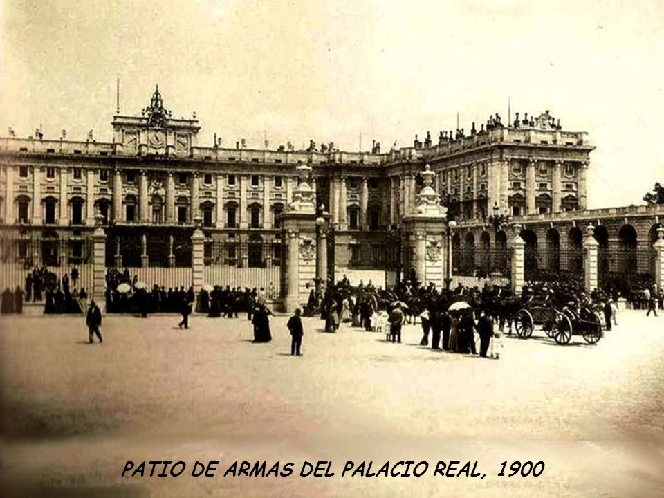 PATIO DE ARMAS DEL PALACIO REAL, 1900