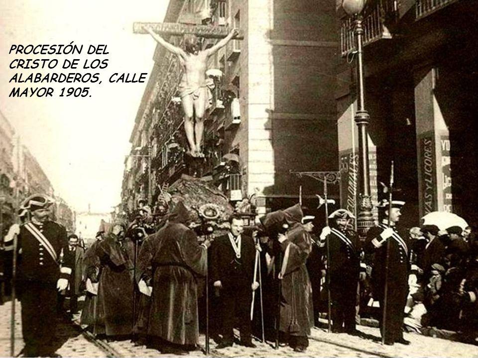 PROCESIÓN DEL CRISTO DE LOS ALABARDEROS, CALLE MAYOR 1905.