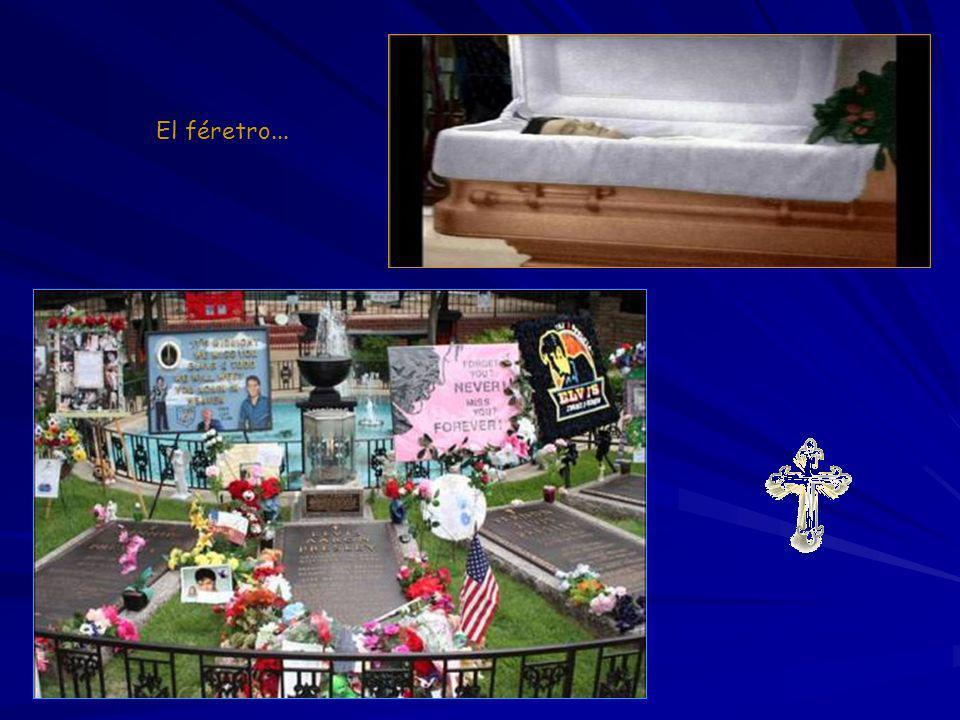 El coche fúnebre llega a Graceland El coche fúnebre trasladando a Elvis sale del Hospital Bautista