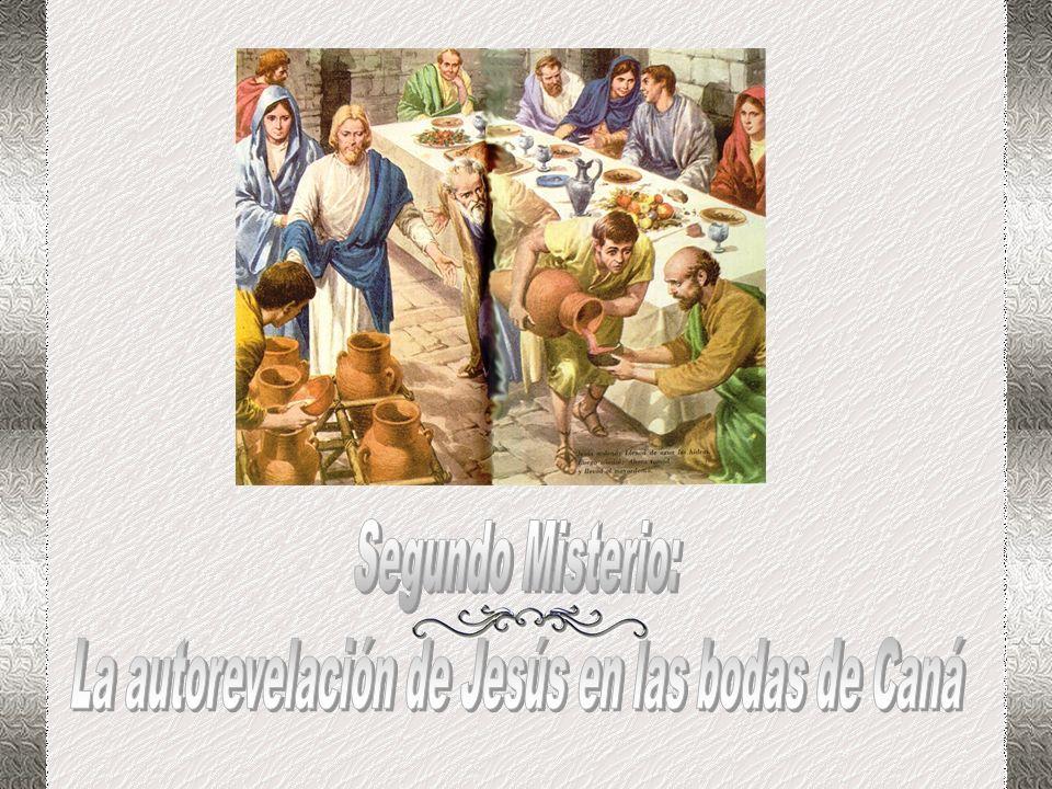 Como un hombre cualquiera, en sumisión, va Jesús al Jordán, cumplirá el rito del bautismo del agua. Es Juan el grito que llama en el desierto a conver