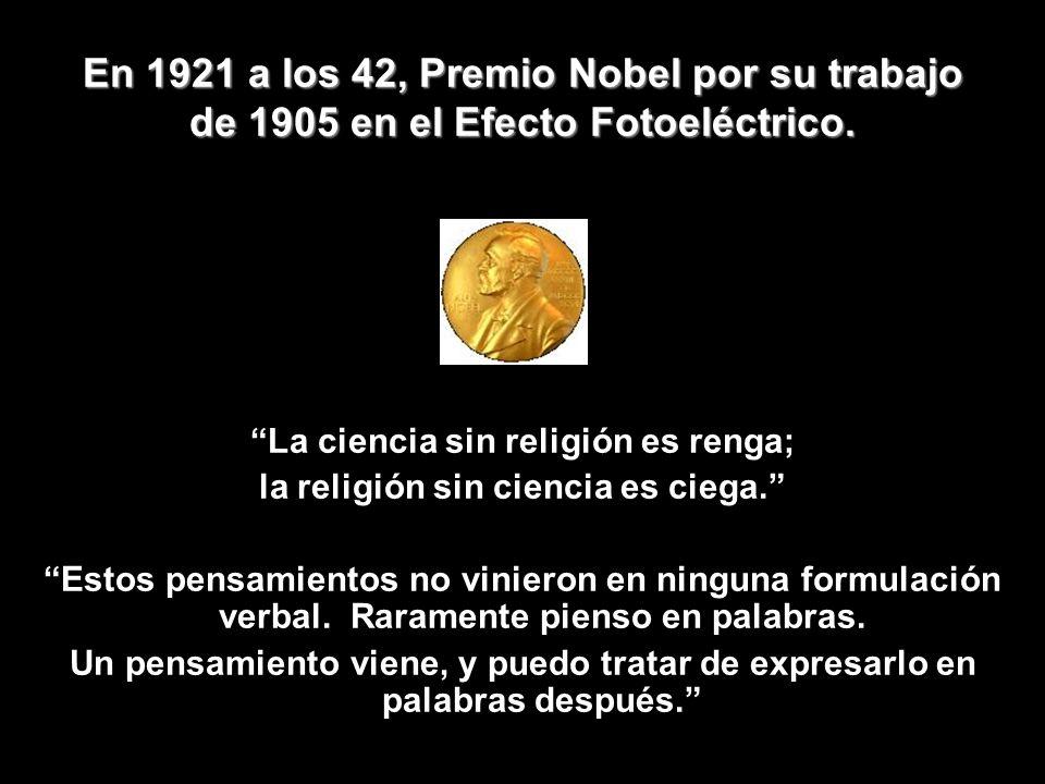 En 1921 a los 42, Premio Nobel por su trabajo de 1905 en el Efecto Fotoeléctrico.