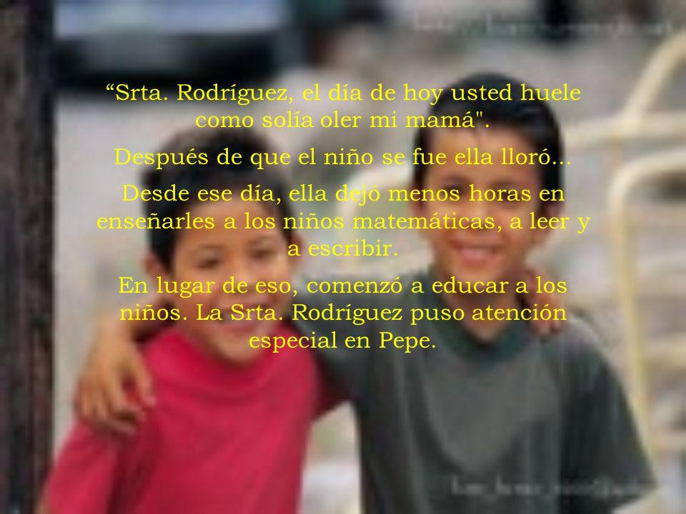A la Srta. Rodríguez le dio pánico abrir ese regalo en medio de los otros presentes. Algunos niños comenzaron a reír cuando ella encontró un viejo bra
