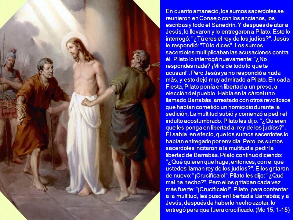 En cuanto amaneció, los sumos sacerdotes se reunieron en Consejo con los ancianos, los escribas y todo el Sanedrín. Y después de atar a Jesús, lo llev