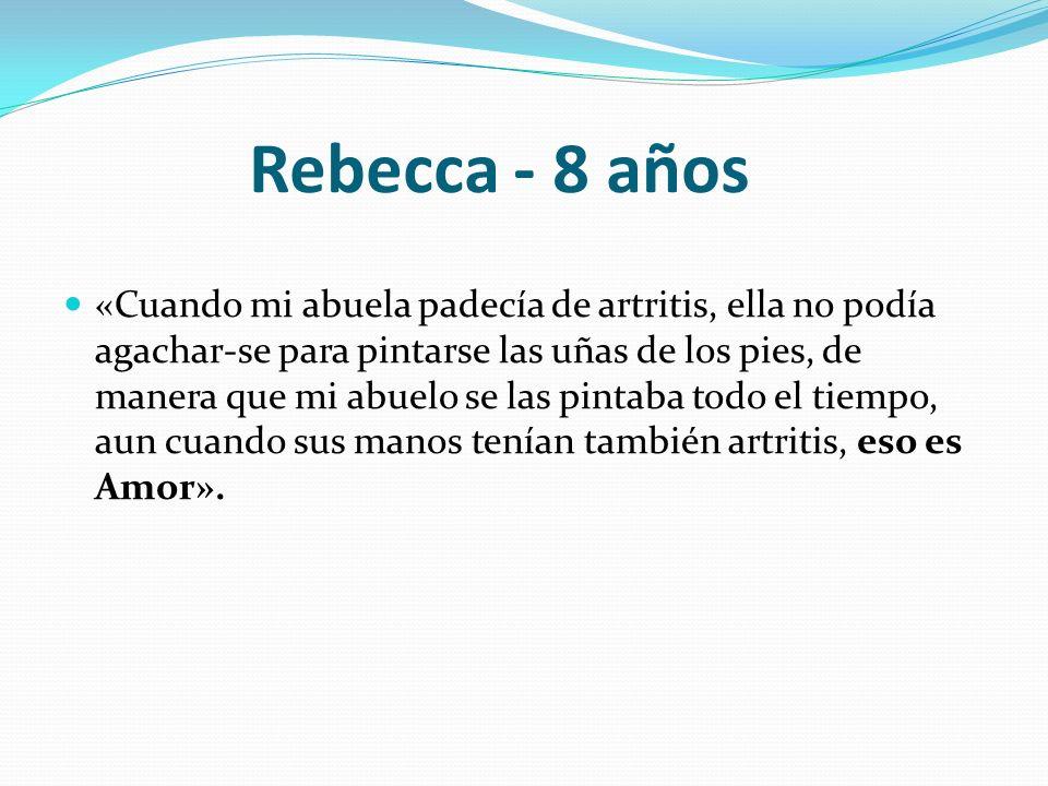Rebecca - 8 años «Cuando mi abuela padecía de artritis, ella no podía agachar-se para pintarse las uñas de los pies, de manera que mi abuelo se las pi