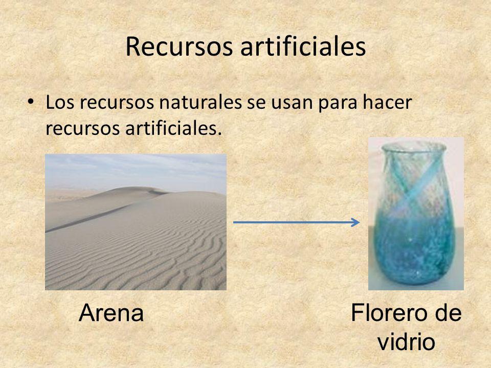 Recursos artificiales Los recursos naturales se usan para hacer recursos artificiales. Arena Florero de vidrio