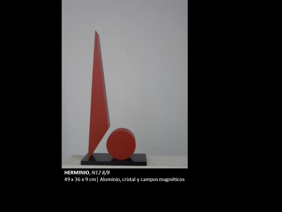 HERMINIO, N12 8/8 49 x 36 x 9 cm Aluminio, cristal y campos magnéticos