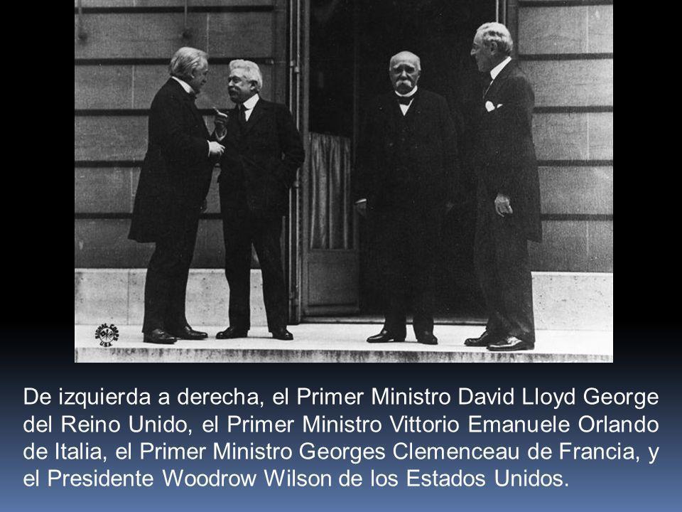 De izquierda a derecha, el Primer Ministro David Lloyd George del Reino Unido, el Primer Ministro Vittorio Emanuele Orlando de Italia, el Primer Minis