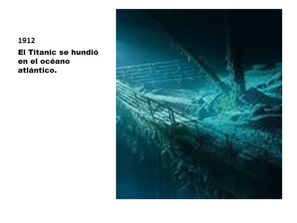 1912 El Titanic se hundió en el océano atlántico.