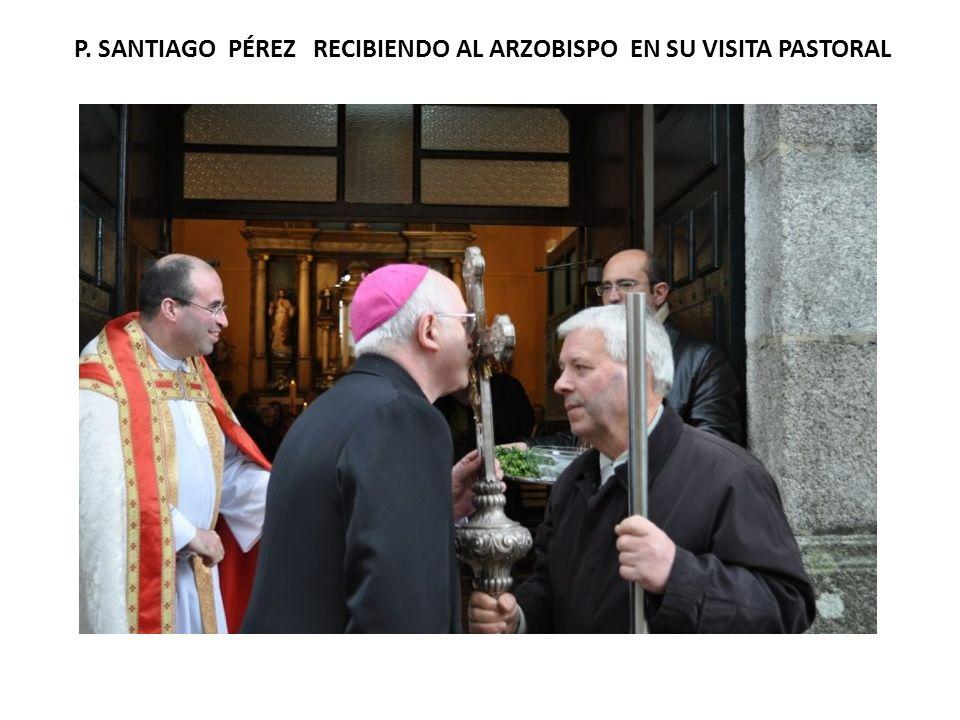 P. SANTIAGO PÉREZ RECIBIENDO AL ARZOBISPO EN SU VISITA PASTORAL