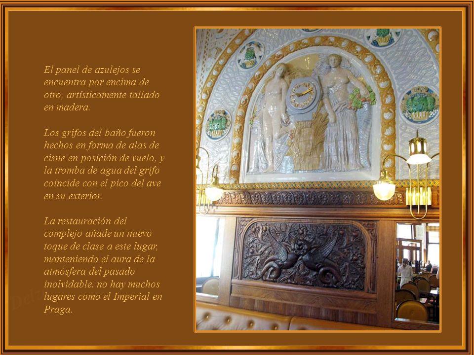 El Café Imperial sigue siendo el mayor de estos ejemplos, y es conocido como la joya del Arte Deco. Un mosaico ornamentado es uno de los escenarios má