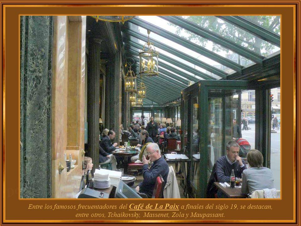 El Café de La Paix fue construido al más puro estilo Napoleón III, en la planta baja del lujoso edificio Haussmann, que ahora alberga al Hotel InterCo