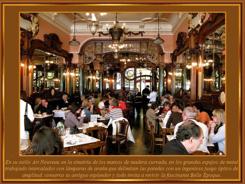 El Majestic es uno de los más impresionantes cafés de este país y uno de los más atractivos en el mundo. Desde su fachada hacia el interior, Café Maje